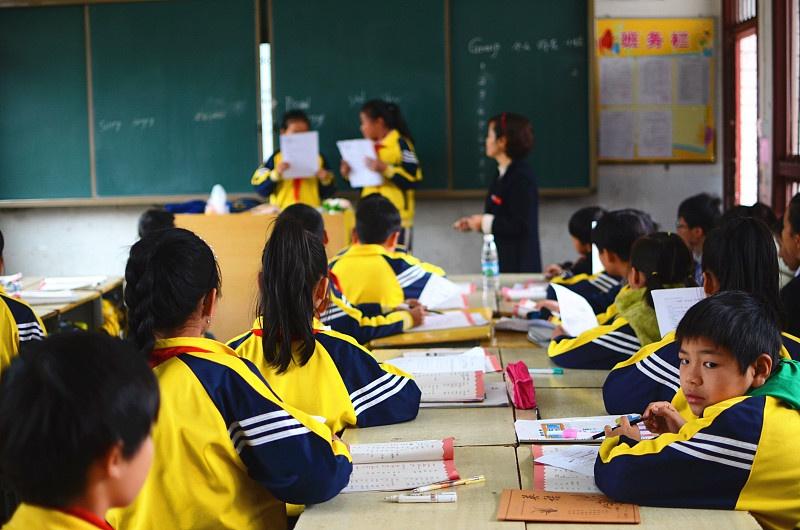 扎实搞好教育扶贫,让贫困人口能有效打开社会上升通道