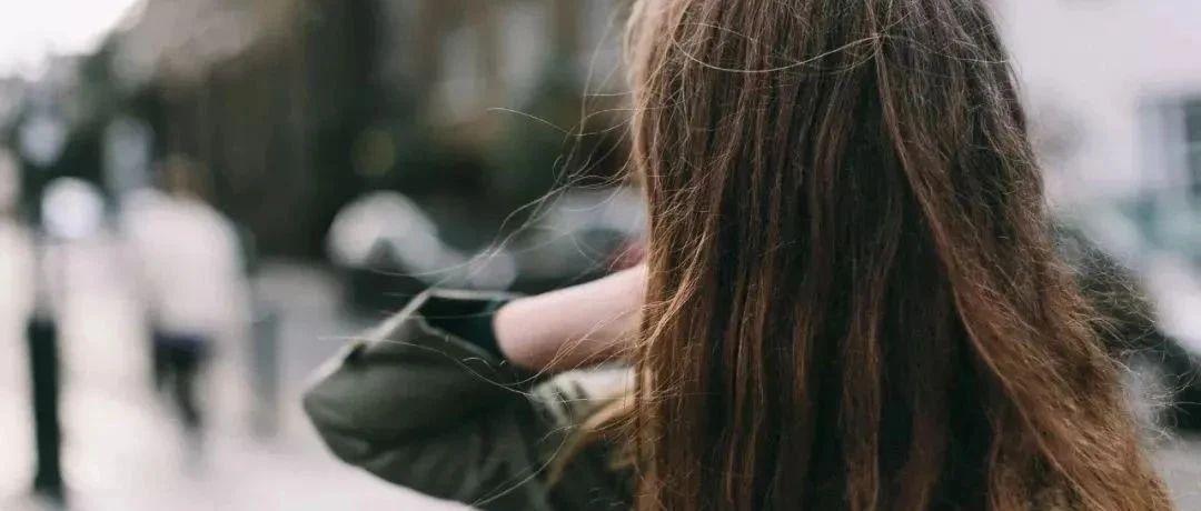 换了把会按摩的梳子,头皮舒服!发丝越梳越柔亮