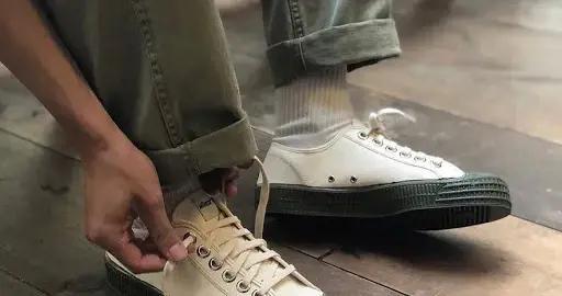 劳保鞋?解放鞋?越丑的帆布鞋才越有复古气质