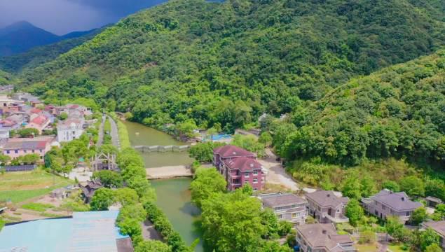 这个村庄连获两项国家级桂冠,十里生态沟,东海云顶风车公路