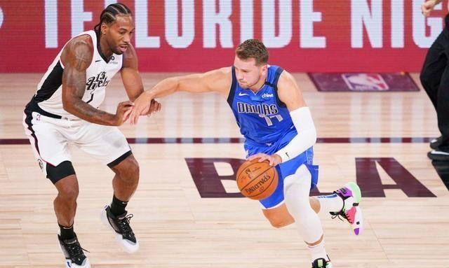 NBA遭遇了复赛以来的最大危机,整个联盟再一次罢赛,保罗和詹姆斯也忍不住暴怒表态。