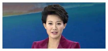 """央视""""最真实""""女主播梁艳,25年从不浓妆艳抹,今48岁依然单身一人"""