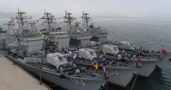 全军出击,解放军北海舰队全体出港躲台风!后者到底有多可怕?