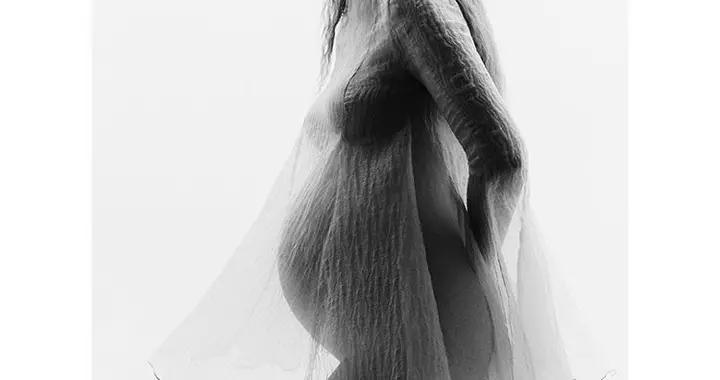 Gigi Hadid超美孕妇照!保持超模态度之余,难掩幸福甜蜜!
