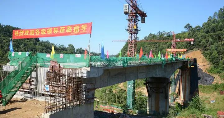 荣县双龙桥水库建设工程附属交通桥顺利合拢