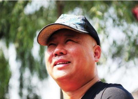 三进北京,生日宴上悲情献唱《未央宫》,前几年的郭德纲太难了