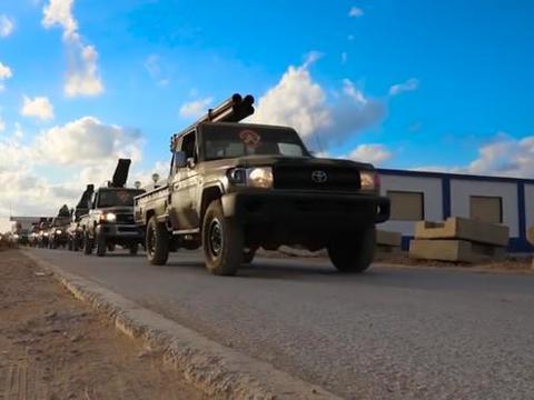 国民军迎来好消息,大批民众走上街头,要总理萨拉杰下台!