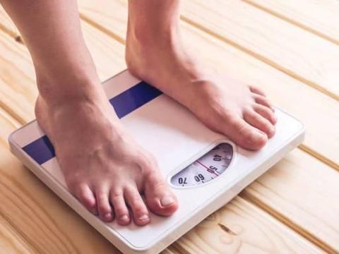 50岁后体重多少才算健康?一个公式教你计算,在这个范围不用减