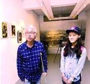 台湾父女恋近况:64岁李坤诚走路需拄拐杖,24岁林靖恩早已没笑容