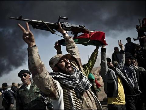 卡扎菲生死之地,苏尔特决战上演:12枚火箭弹飞向民族政府军阵营