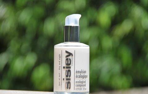 超级好用的水乳测评:高效保湿滋润,让你做完美无瑕的瓷肌美人