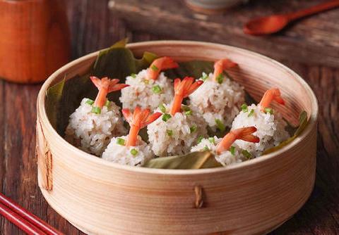 吃货美食:甜菜根饭团、珍珠虾丸子、酸菜炒猪肚、鲍鱼炖排骨