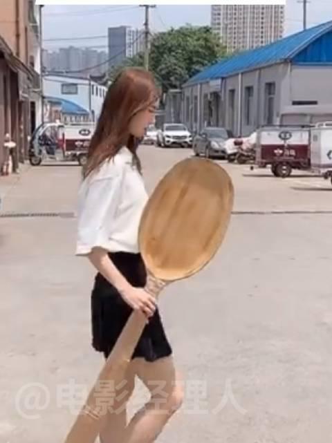 金晨粉丝送爱豆勺子,金晨发视频回应,可以去你家蹭饭吗?