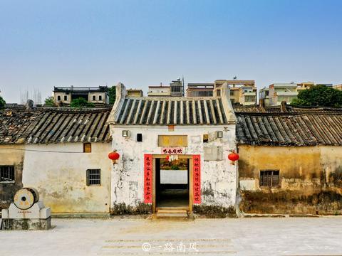 广东揭西有座冷门古村,建筑群是个严密的防守系统,今剩断壁残垣
