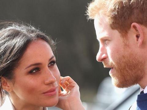 梅根·马克尔的粉丝们开始把矛头对准哈里王子,正如预测的那样