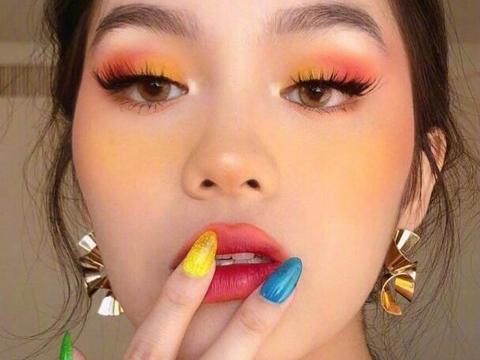 99年越南裔美妆博主 化妆技术堪称换脸 穿搭也有一手