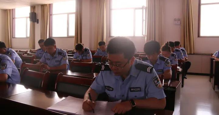 神木公安店塔派出所组织开展执法安全知识专题考试