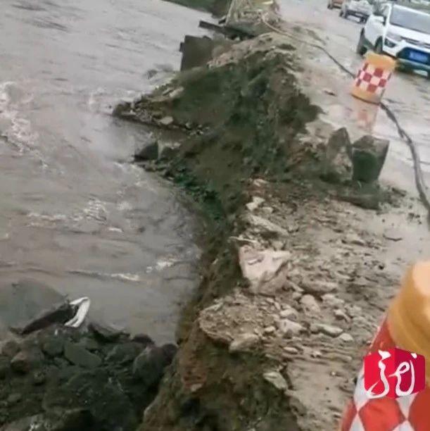 洪峰过境,巴兰河大桥便桥发生塌方⋯⋯
