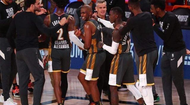 """东部的吉米-巴特勒和西部的保罗各用关键时刻的出色表现给三位常规赛MVP获得者""""上课"""""""