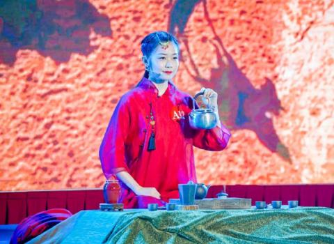 茶界出奇人,1月带出4名技术能手,丑石赵斌为人师表不求回报