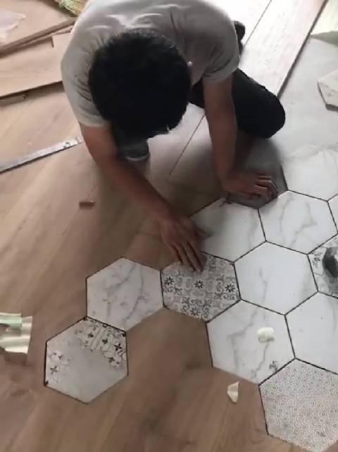 六角砖与地板拼接,巧妙分开空间!