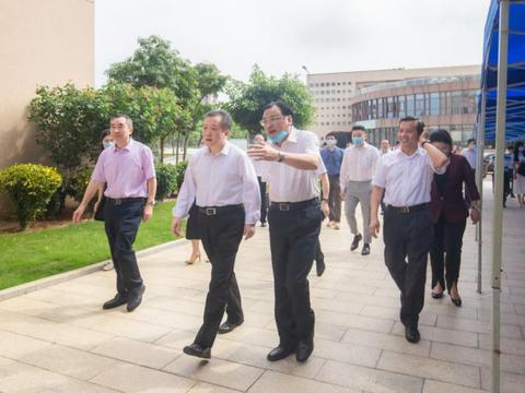 省教育厅厅长景李虎莅临广东海洋大学寸金学院调研指导工作