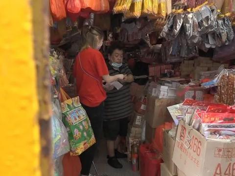 庄思敏7月鬼节穿红衣扫购大量纸扎祭品,闻杨明酒驾官司默不作声