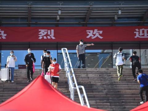 北京大学开学了,最小的15岁,是个女生,来自农村,县高考状元!