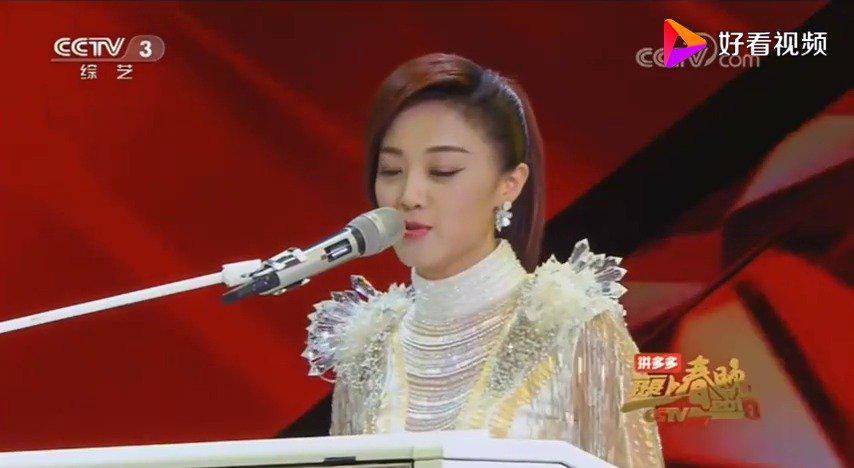 王小玮双排键演奏《铁血丹心》好听的不能说好听这次……