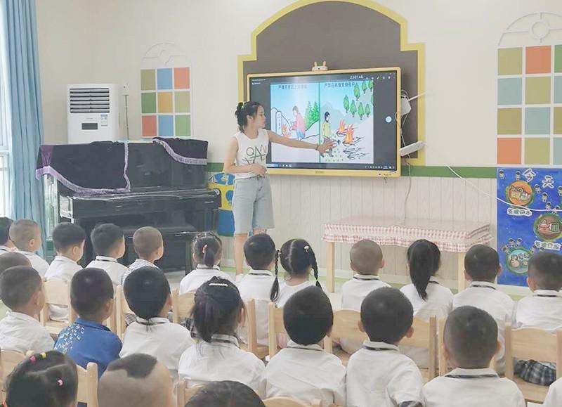 灿烂笑容迎来开学季,宝贝们开启幼儿园的欢乐童年