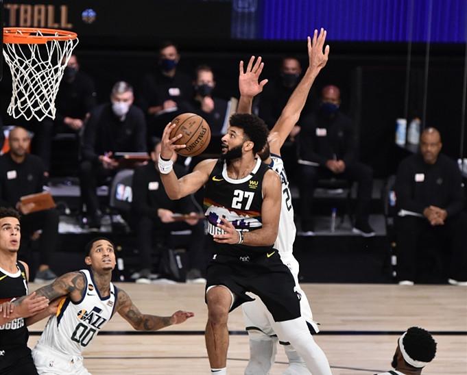 NBA季后赛继续进行,西部迎来一场抢七大战,掘金与爵士一战定胜负