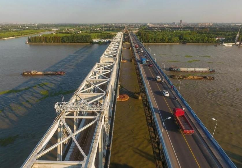 黄浦江上的五座桥见证了上海的发展 你认