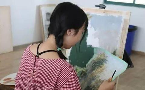 她是甘肃高考状元,数学只被扣2分,清华北大直接赶到学校抢她