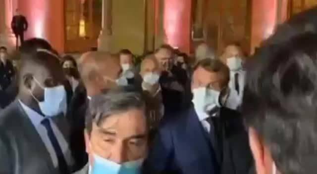 法国总统马克龙在贝鲁特怒诉《费加罗报》记者