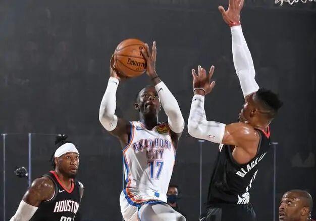塔克5分9篮板2助攻4抢断,考文顿21分10篮板2助攻3抢断3封盖