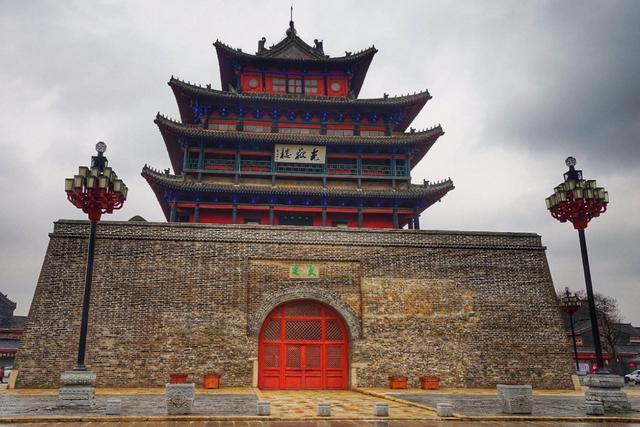 山东聊城的著名建筑黄鹤楼和岳阳楼也是逊色的 风景堪比王腾馆