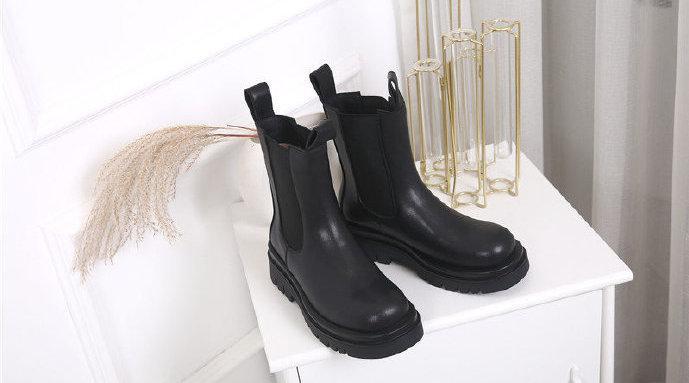 新品 / 这款中筒靴,一直想出,但拖到现在。因为看着很简单……
