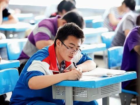 浙江高考满分作文的背后:阅卷组长频繁到各地讲座、出书