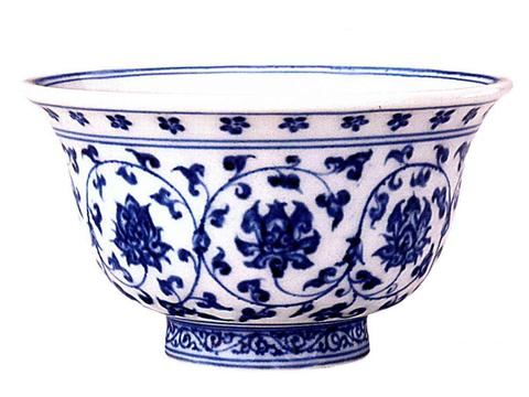 中国陶瓷文化,明代永乐时期,最受人称道的青花缠枝莲纹压手杯
