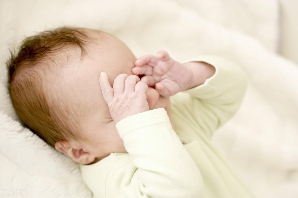 艾儿宝贝:孩子睡觉突然抖一下是怎么回事?需要去医院检查吗?