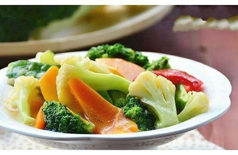 肉末胡萝卜丝,杂蔬小炒,油淋茼蒿,黄秋葵炒米粉的做法