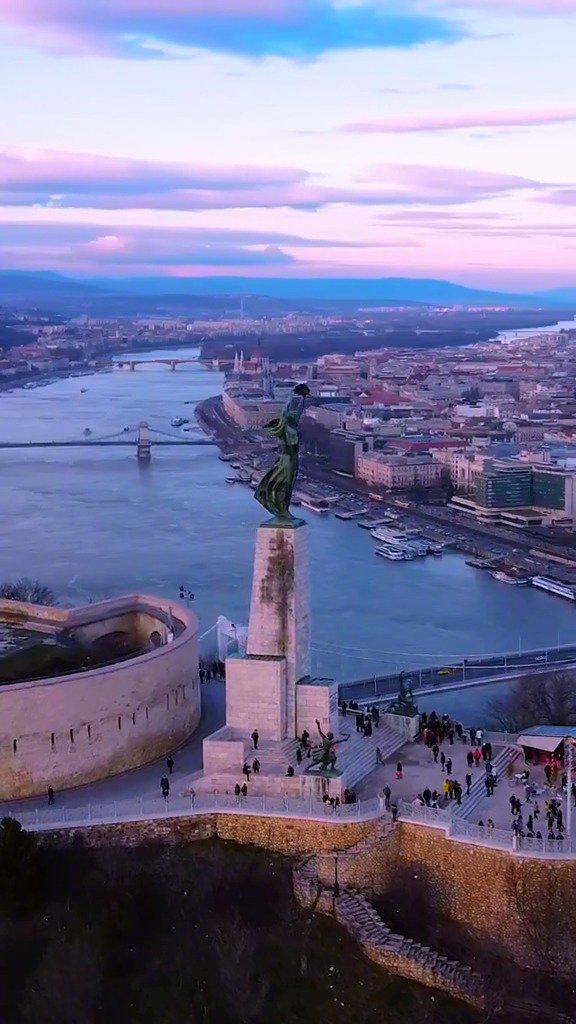 布达佩斯的紫色晚霞,我将浪漫赠与你 竖屏版可以当壁纸了!