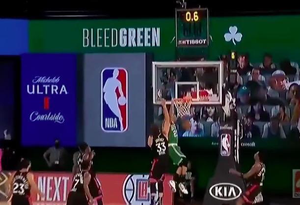 在今天最新结束的NBA季后赛当中,卫冕冠军多伦多猛龙队上演了令人极为震惊的奇迹