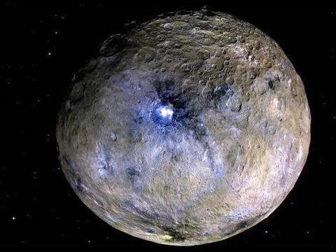 卫星照片拍下奇怪一幕,谷神星出现塔状结构,难道是外星文明?