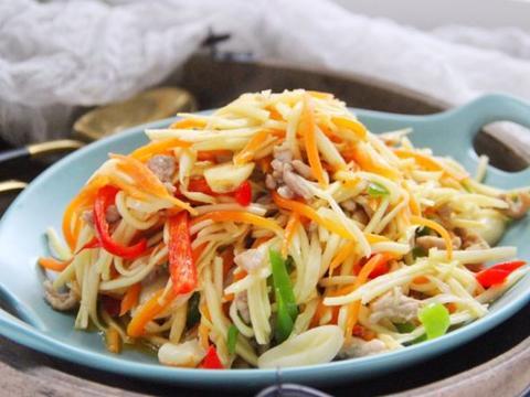 给大家分享茭白炒三丝、凤尾虾饭团,简单易做,鲜香美味