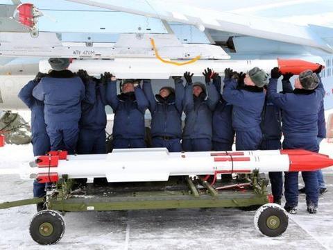 超视距空战落后美军一代!俄军买两千枚新导弹,只是有限缩小差距