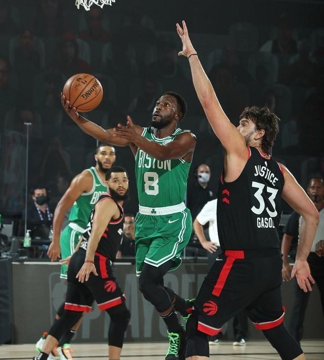 没想到0.5秒猛龙居然投出绝杀3分球,篮球真的是不到最后一刻不知道结局!
