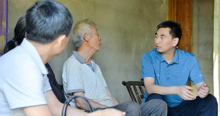 安康市委常委、组织部部长黄戈深入岚皋县调研脱贫攻坚及基层党建工作