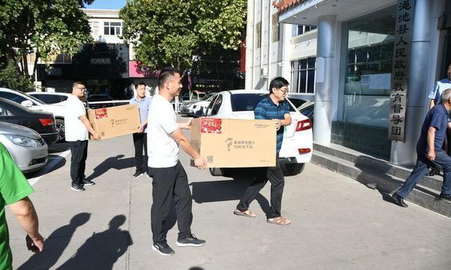 教师节 他们向河南渑池的优秀教师捐赠了