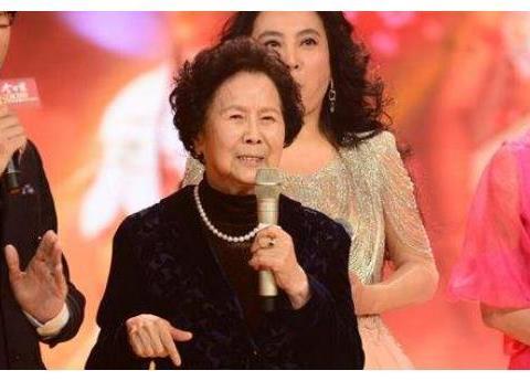 导演杨洁曾嫁名门,二婚嫁小14岁王崇秋,临终时丈夫情绪一度崩溃